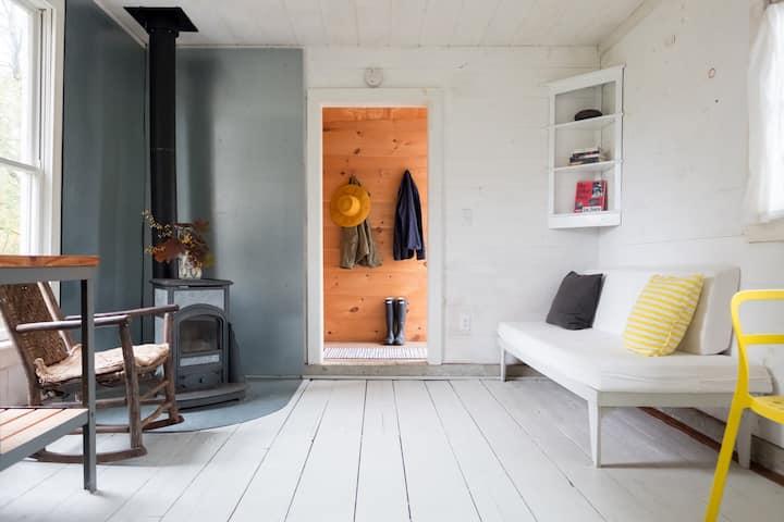 Light-filled guest cottage