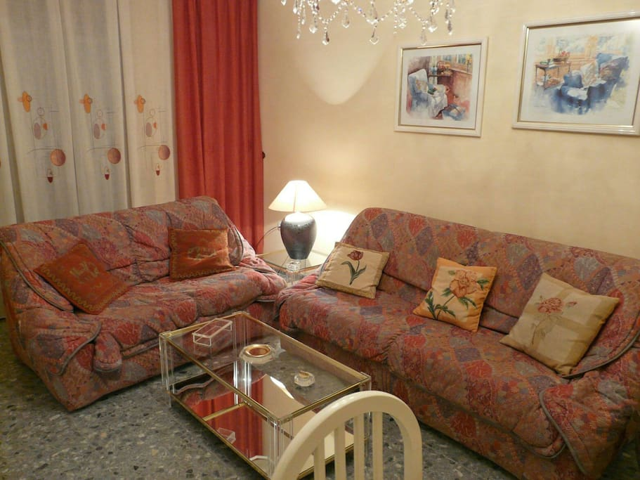 Cómodo y amplio sofá