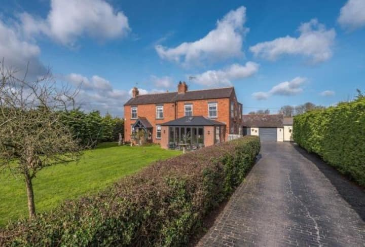 5 Bedroom Farmhouse. Quality guest accommodation