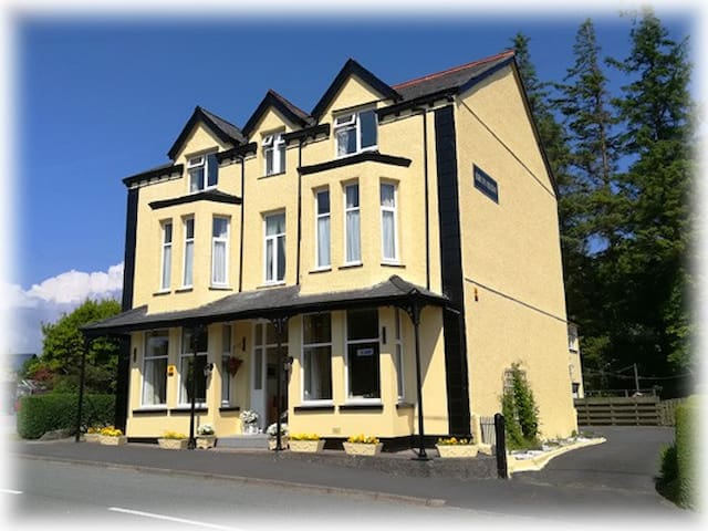 Bron Rhiw - A beautiful Victorian B & B
