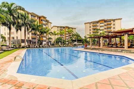 Dog-friendly condo with shared pool and great location near beach, shops, dining