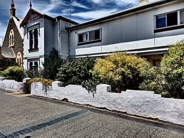 Semaphore House : unique, quirky and much loved - Exeter - Guesthouse