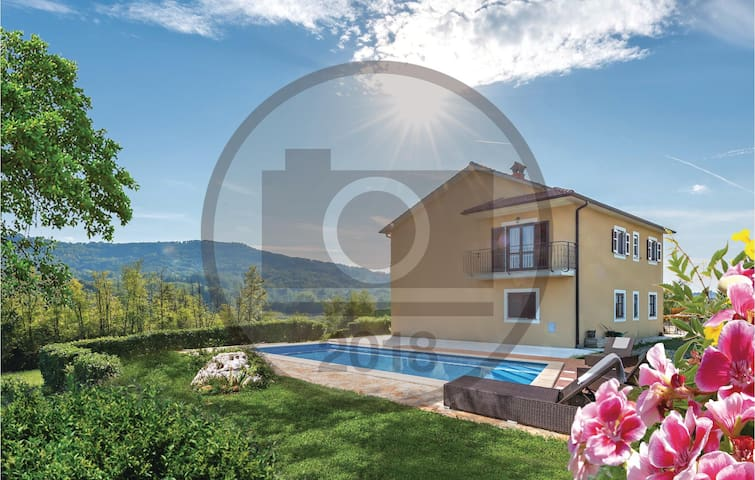 Holiday cottage with 4 bedrooms on 188 m² in Zarecje