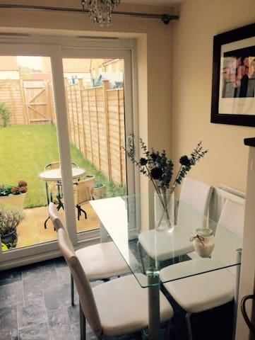 Stylish modern house ideal for Cheltenham races