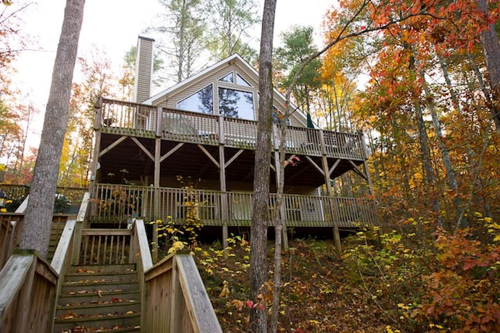 Beautiful lake front home in Bear Paw