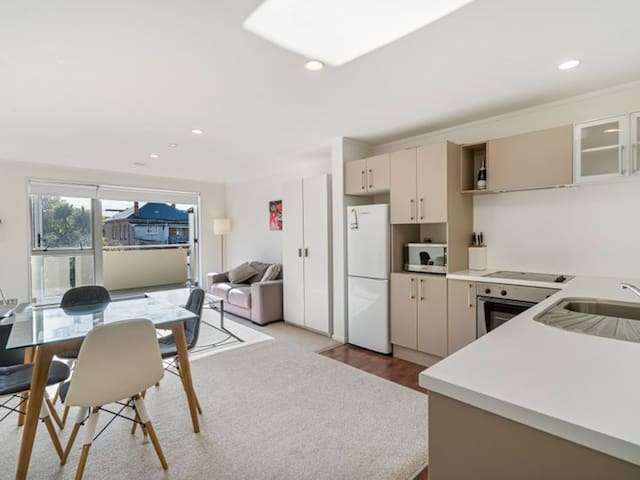 Westfield St lukes 2 Bedroom 2bath Apartment