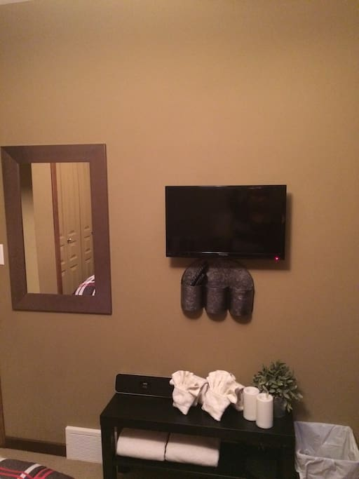 All bedrooms equipped with Cable TV & Ceiling Fans/