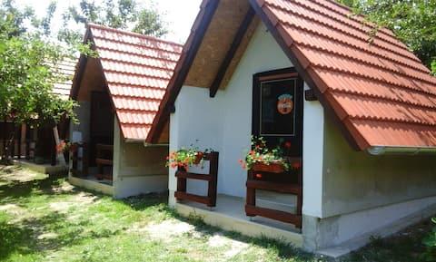 Bungalow med 2 soverom i Kutina med inngjerdet hage og Wi-Fi