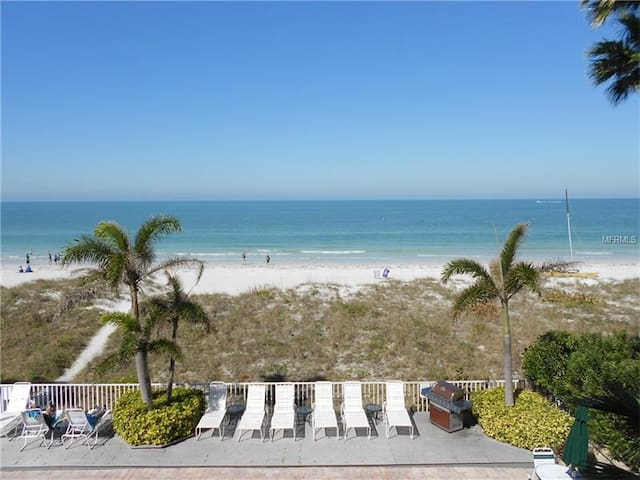 """Sunset Paradise"" ocean front w beautiful sunsets - Indian Rocks Beach - Wohnung"