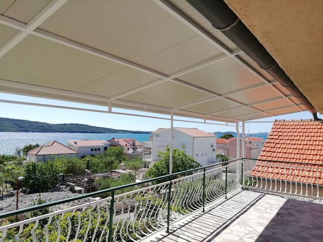 Beautiful apartment for 4, seaview and big terrace