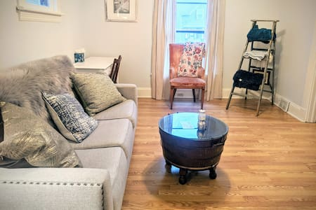 Clean&Cozy in Cleveland - ENTIRE Priv Apt & Prking