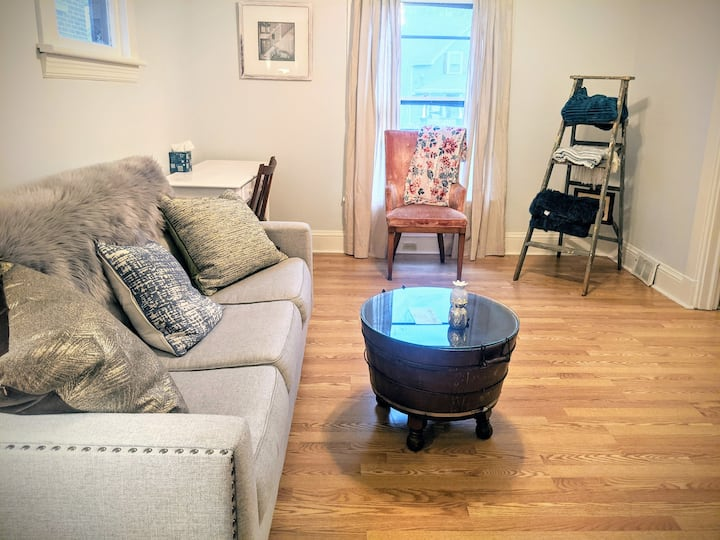 Clean&Cozy in Cleveland - Private Apt w/ Parking