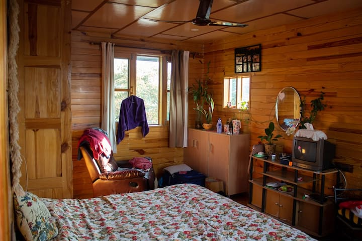 Wooden cabin in midst of Dhauladhar#1