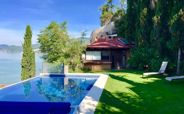 Vista al lago alberca jacuzzi privados PetFriendly
