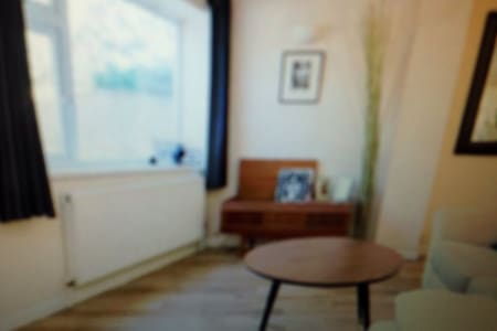 1bd flat zone 2with roof terrace - Elgin - Bed & Breakfast