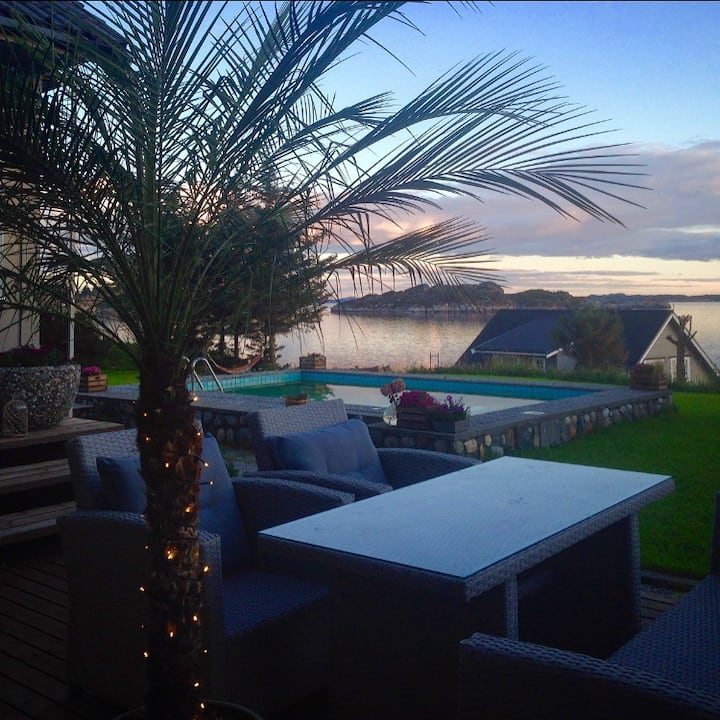 Villa by sea - Bergen, Norway. Free boat, hot-tub.