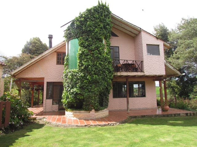 Guatavita Lake farm house; near, PET FRIENDLY