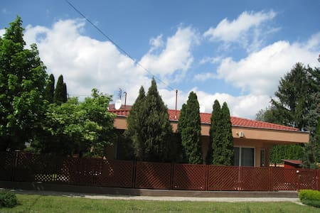 Bokreta Vendeghaz - Mezőkövesd - Rumah