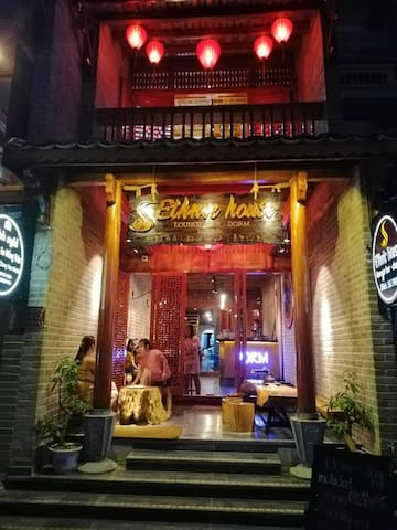Dorm- ethnichouse- Restaurant- bar
