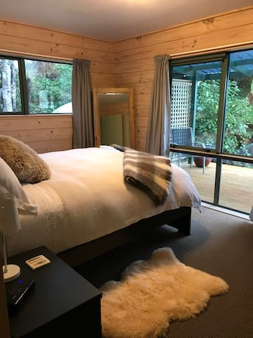 Turnbull Cottage - Haast by the sea