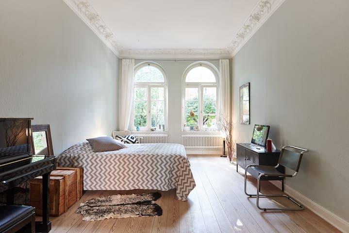 Großes Zimmer in Jugendstilvilla - Hamburgo - Casa