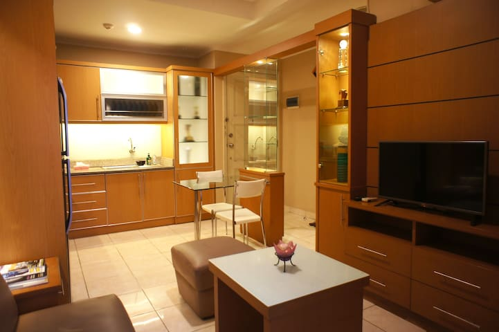2 Bedrooms Apartment Fully Furnished Lux & Comfort - Kelapa Gading - Huoneisto