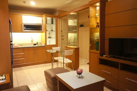 2 Bedrooms Apartment Fully Furnished Lux & Comfort - Kelapa Gading - Apartamento
