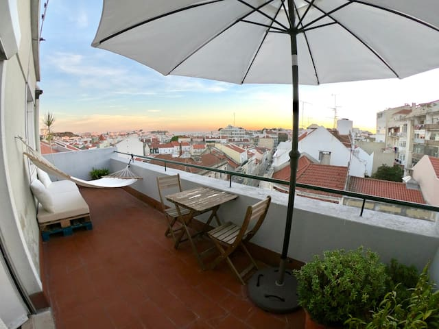 LOFT 150 sqm with TERRACE and castle views