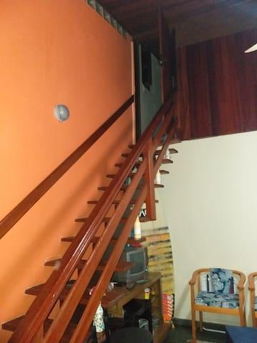 Acesso com escada para o segundo quarto