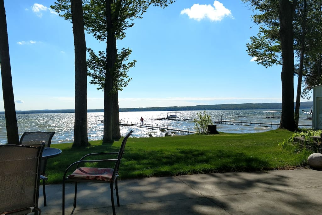 burt lake chat rooms 5 bedrooms, 6 baths (accomodates 12) welcome to the waterfront enjoy  wonderful sunsets from a lakefront home located on the east side of burt lake.
