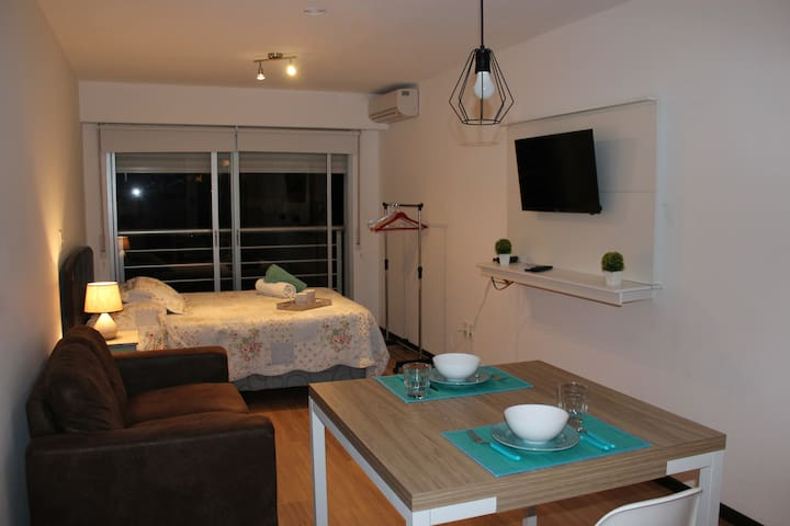 Modern loft in the heart of Pocitos - Free WiFi!
