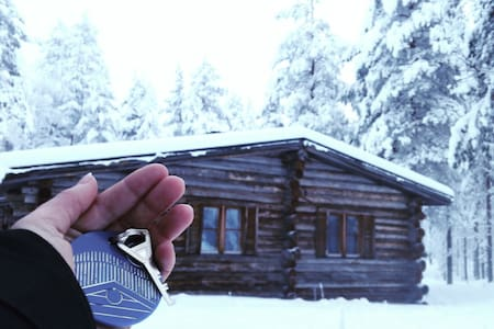Room in a wooden cottage for adventure seekers - Kittilä - Hytte