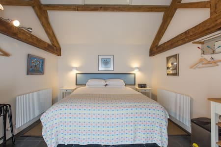Self-catering farm B&B near Bath #3 - Corsham