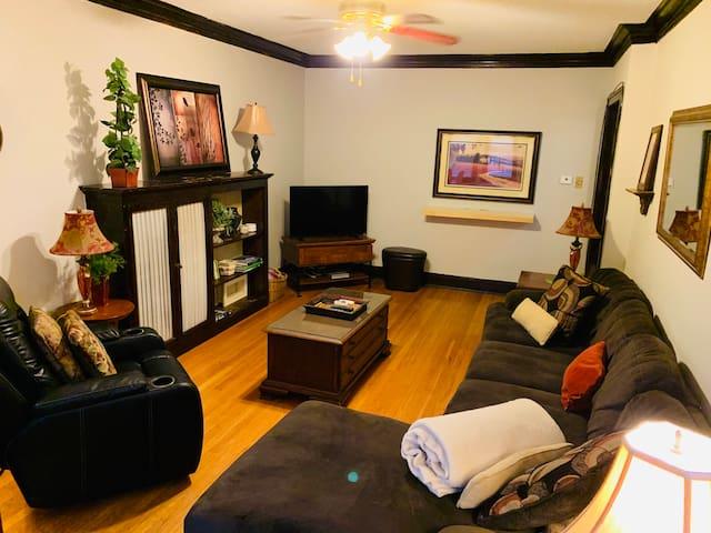 Huge 3 Bedroom Flat In the Heart Of Wrigleyville