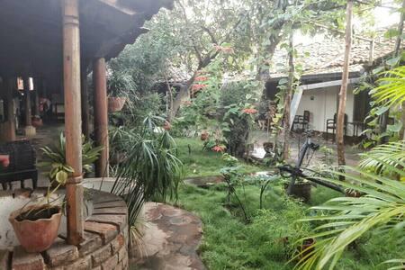 Casa Colonial céntrica, ambiente familiar - León