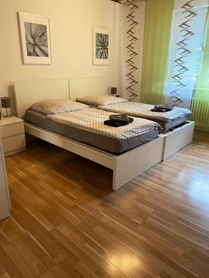 Große Zwei-Zimmer-Wohnung