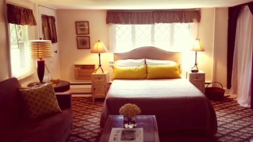 Cromwell Manor Inn - Hambleton Guest Room