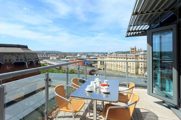 SACO Bristol Broad Quay - Three Bedroom Apartment
