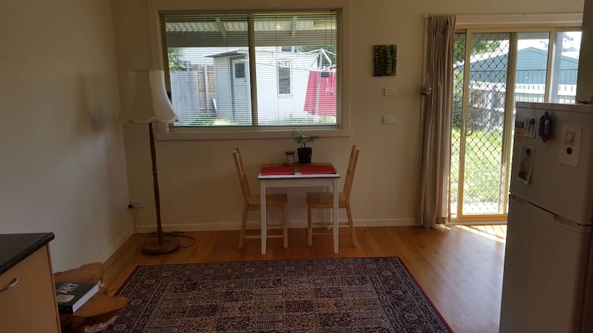 Private room bt airport and city - Essendon - House
