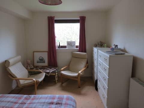 Cosy & bright double bedroom.