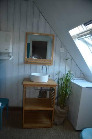 La salle de bain rénovée en 2019.