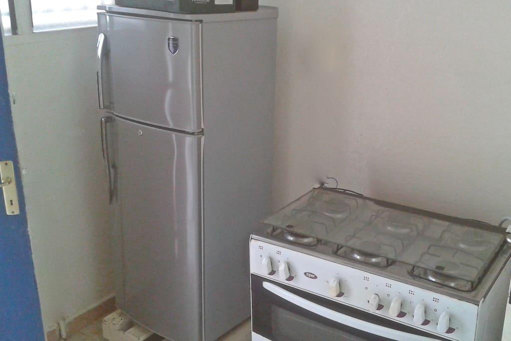 cuisine équipée frigo,micro)onde;cafetière, grill
