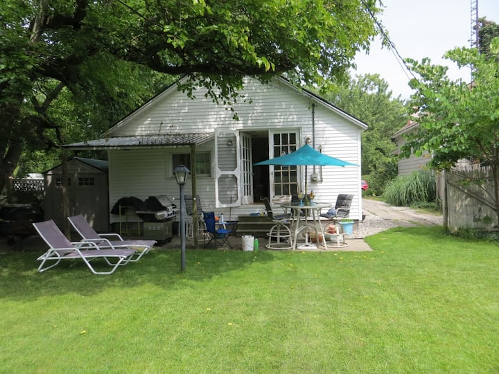 Cozy Cottage is just one mile from Grand Haven State Park!