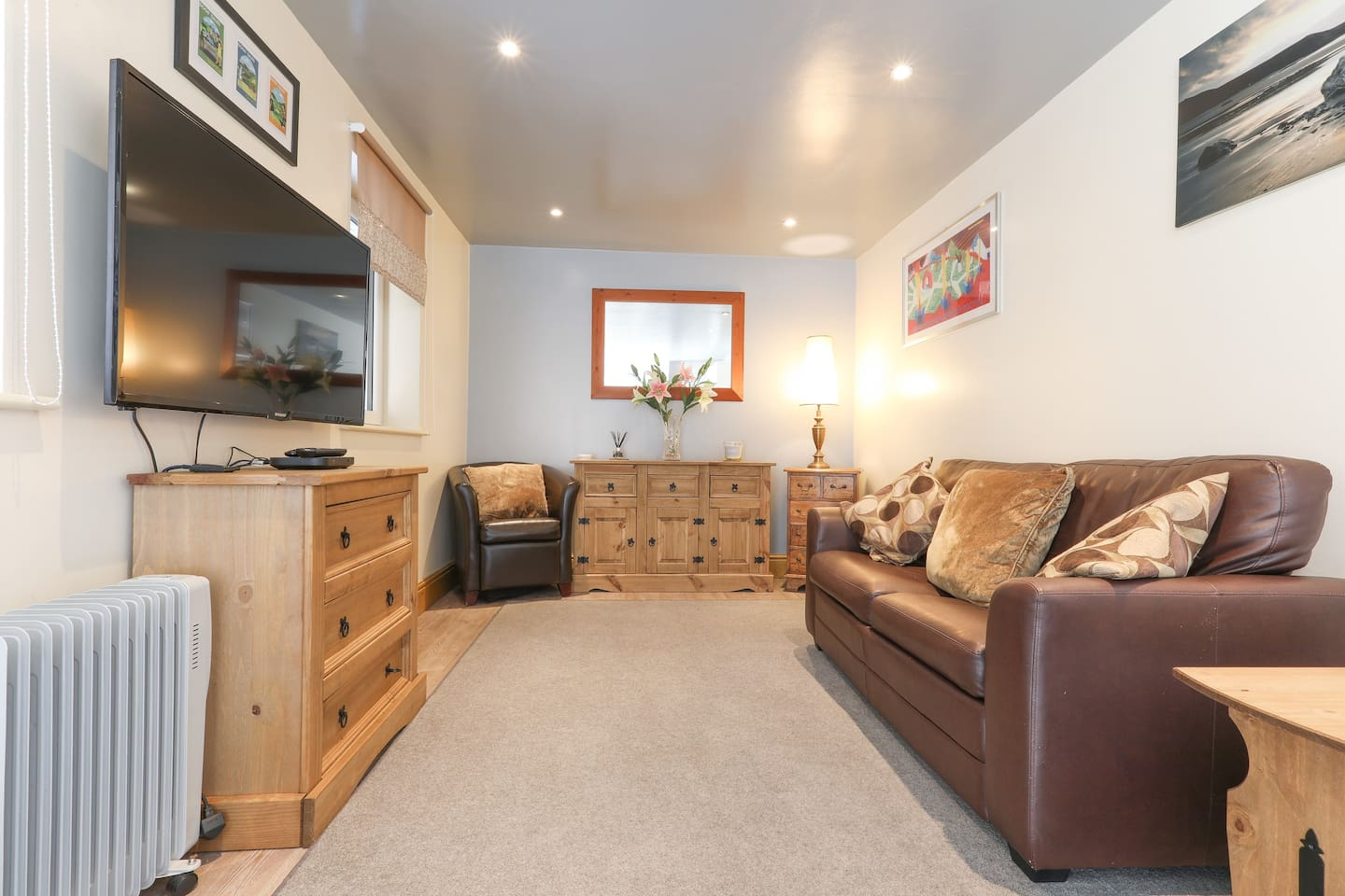 Living area with Sky television/Netflix and internet access