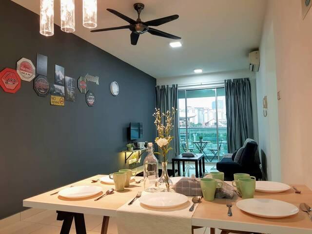 Bukit Jalil 9pax LRT Axiata Arena Cozy Apartment