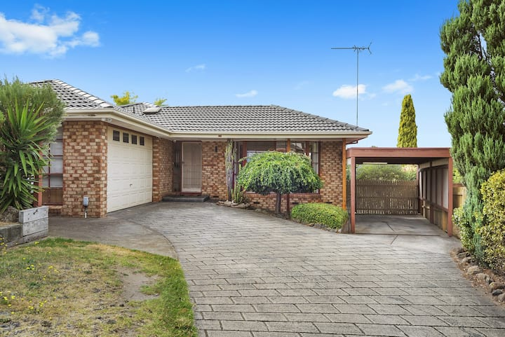 Fully furnished , family home in Endeavour Hills.