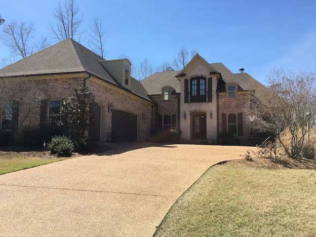 Family home great for Ole Miss sporting events! - Oxford