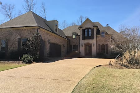 Family home great for Ole Miss sporting events! - Oxford - Talo