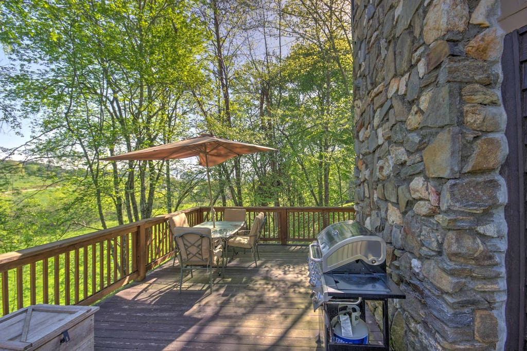 Relax on the large deck and soak up the fresh mountain air.