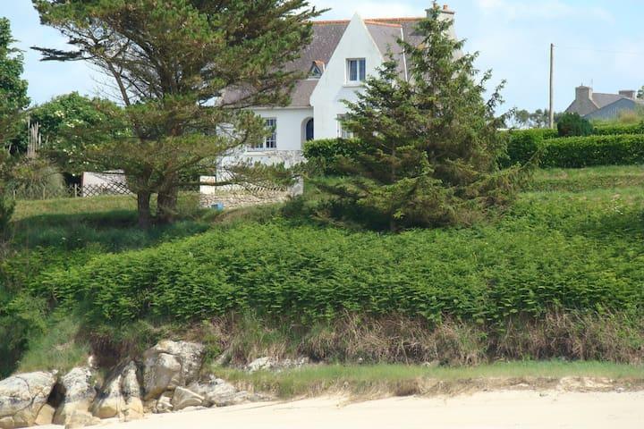 Maison familiale face à la plage